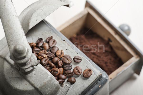 Kahve öğütücü eski kahve çekirdekleri zemin ahşap masa Stok fotoğraf © limpido