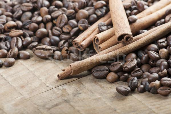 Kahve kahve çekirdekleri ahşap masa karanlık fasulye doğal Stok fotoğraf © limpido