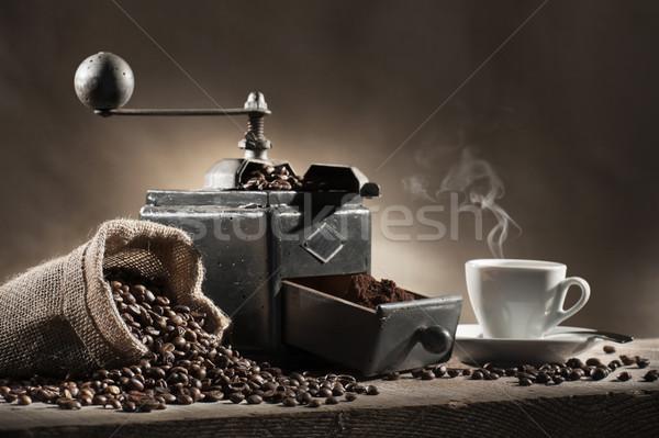 Kahve öğütücü kahve çekirdekleri çanta sıcak fincan Stok fotoğraf © limpido