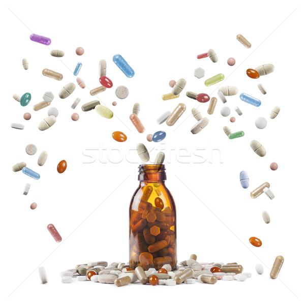 Сток-фото: таблетки · бутылку · разнообразие · здоровья · белый · больным