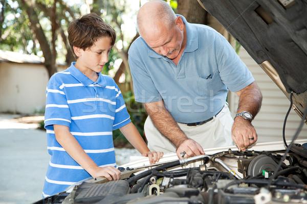 Vader zoon auto onderhoud vader onderwijs zoon Stockfoto © lisafx