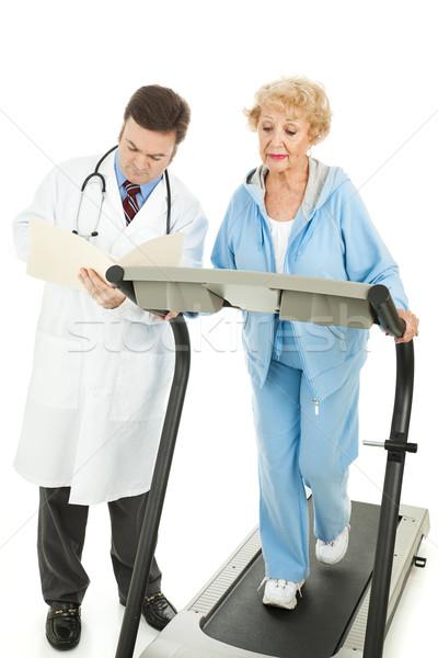 Kıdemli kadın egzersiz egzersiz doktorlar gözetim Stok fotoğraf © lisafx