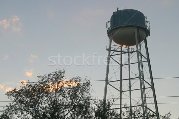 Apă turn apus municipal nori copaci Imagine de stoc © lisafx