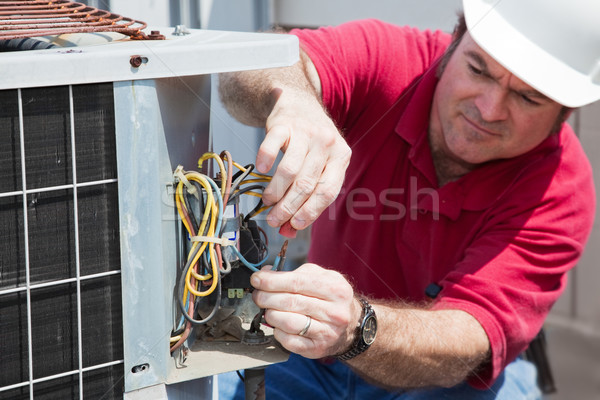 Klimatyzacja jednostka skupić ręce Zdjęcia stock © lisafx