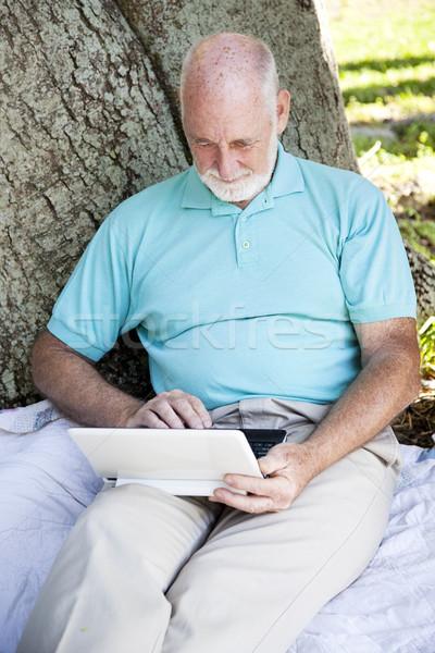 Kıdemli adam dizüstü bilgisayar kullanıyorsanız kablosuz netbook'lar bilgisayar Stok fotoğraf © lisafx