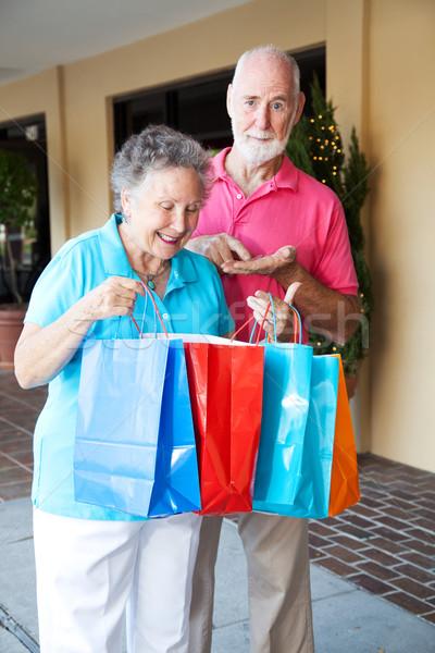Shopping inflation couple de personnes âgées heureux bouleversé Photo stock © lisafx