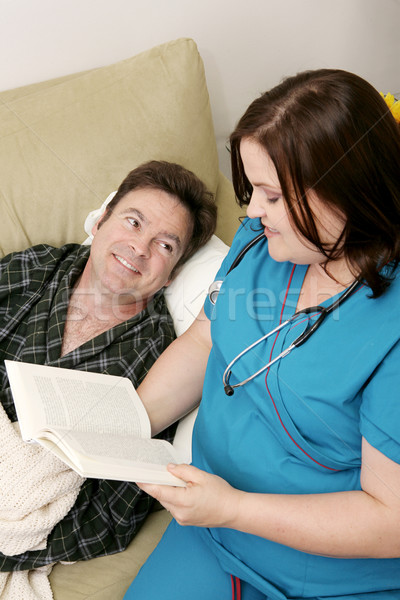 Foto stock: Casa · salud · lectura · enfermera · paciente