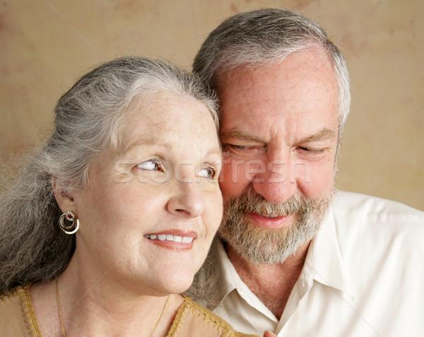 Oogcontact portret gelukkig getrouwd volwassen paar Stockfoto © lisafx