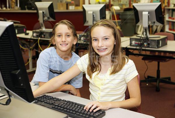 Kinderen computerlokaal jongen meisje onderzoek school Stockfoto © lisafx