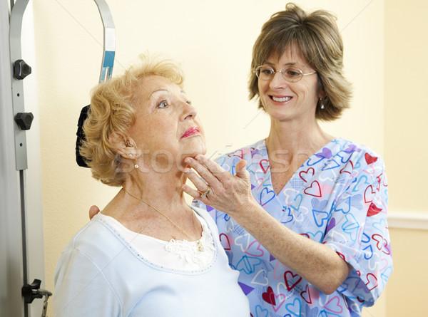 Fisioterapia pescoço terapeuta escritório ajuda senior Foto stock © lisafx