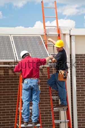 Energia solar dois trabalhadores painéis solares Foto stock © lisafx