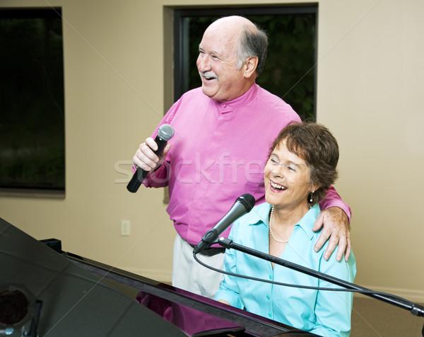 Foto d'archivio: Cantare · insieme · canzone · uomo
