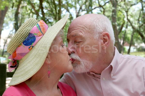 Románc élő vonzó idős pár csók kint Stock fotó © lisafx