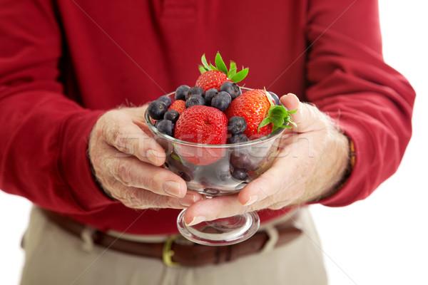 Ciotola sani frutti di bosco primo piano senior mani Foto d'archivio © lisafx
