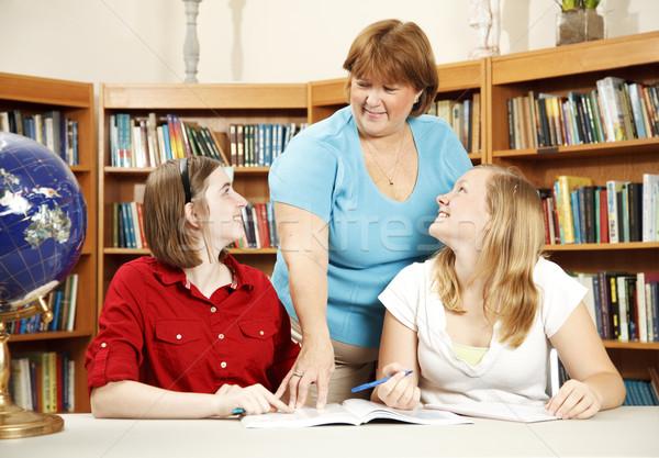 Bibliotecário adolescente estudantes adolescente escolas biblioteca Foto stock © lisafx
