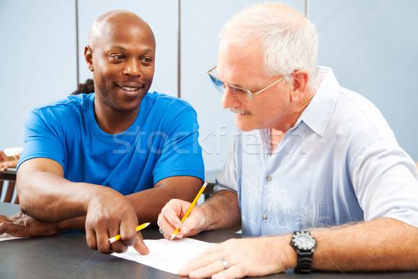 Erwachsenen Hausaufgaben helfen jungen älter Stock foto © lisafx