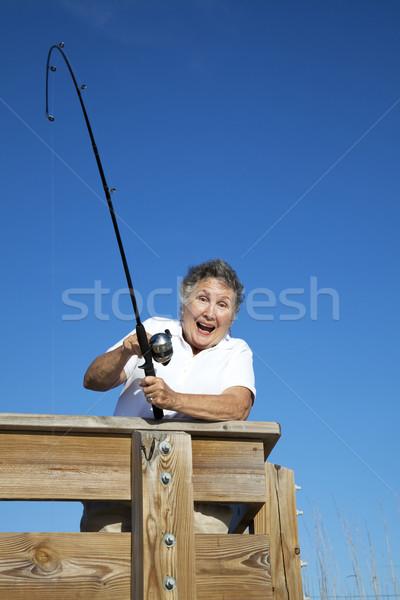Zdjęcia stock: Starszy · kobieta · ryb · podniecony · ocean · starszych
