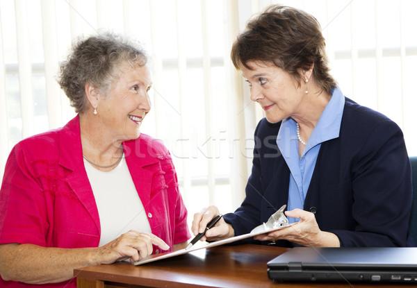 Reifen Geschäftsfrauen Vertrag Geschäftsfrau Senior Stock foto © lisafx