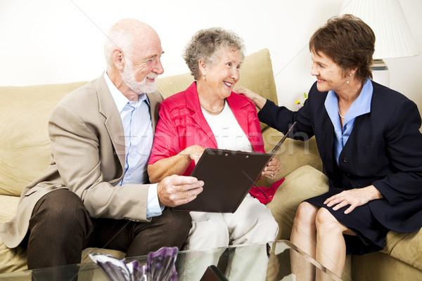 Idős pár elarusítónő pénzügyi tanácsadó otthon nő Stock fotó © lisafx