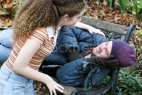 Tini hajléktalan férfi tinilány önkéntesek segítség Stock fotó © lisafx