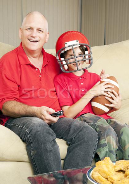 Baba oğul futbol fanlar izlerken futbol oyunu birlikte Stok fotoğraf © lisafx