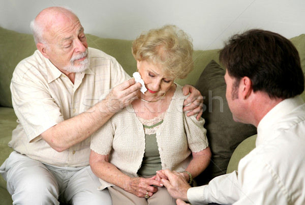 Foto stock: Pranto · casal · de · idosos · conselheiro · funeral · diretor · choro
