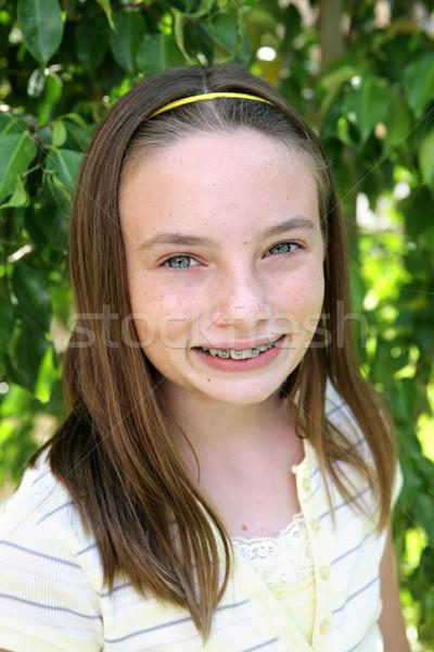 Gyönyörű iskolás lány portré szeplők fogszabályozó lány Stock fotó © lisafx