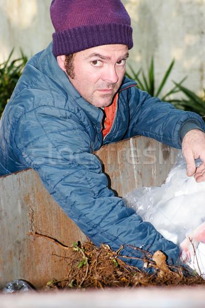 éhes hajléktalan kétségbeesett férfi szemét szemeteskuka Stock fotó © lisafx