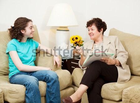 Amigável conversa conselheiro menina adolescente positivo mulher Foto stock © lisafx
