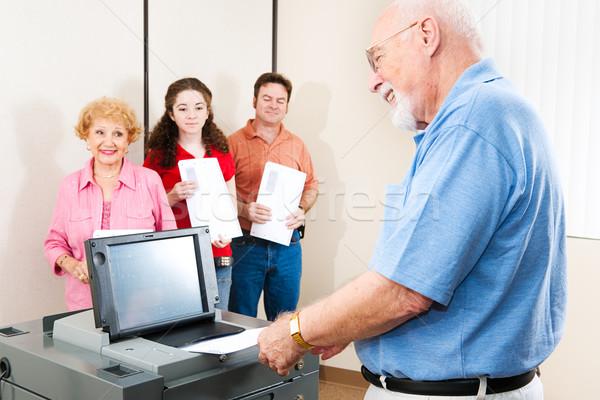 Senior man stemmen glimlacht nieuwe elektronische Stockfoto © lisafx