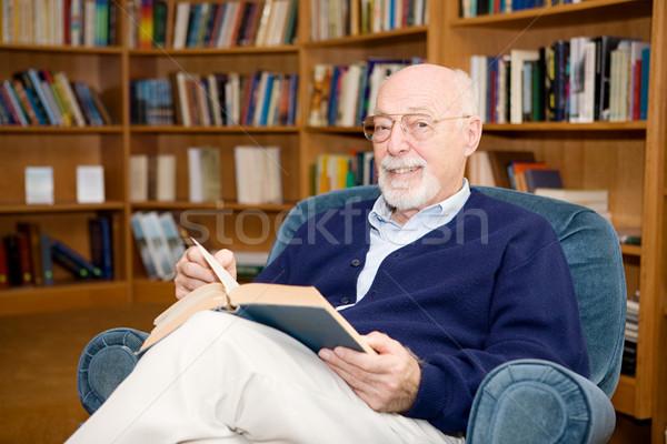 Tanult idős férfi szellemi néz olvas Stock fotó © lisafx