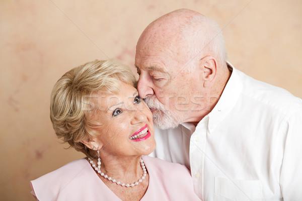 Idős pár csók arc idős férfi gyönyörű Stock fotó © lisafx