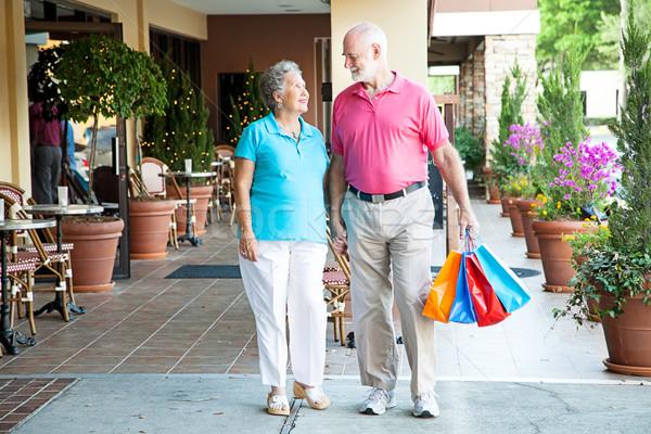 Winkelen samen outdoor mall holding handen Stockfoto © lisafx