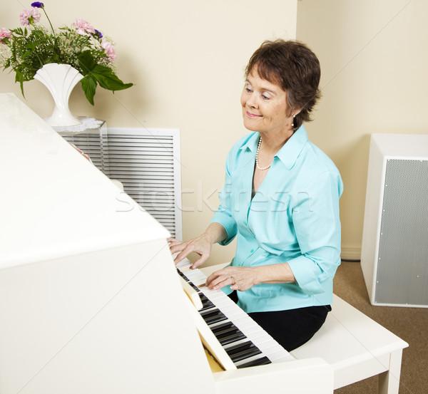 öröm zene zongorista mosolyog játszik zongora Stock fotó © lisafx