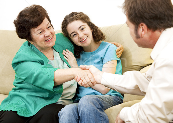 Mamãe adolescente conselheiro mãe menina adolescente apertar a mão Foto stock © lisafx