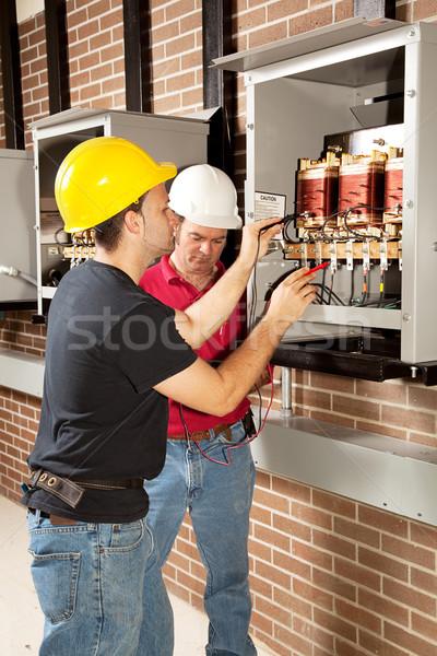 Industriële onderhoud werk werknemers testen voltage Stockfoto © lisafx