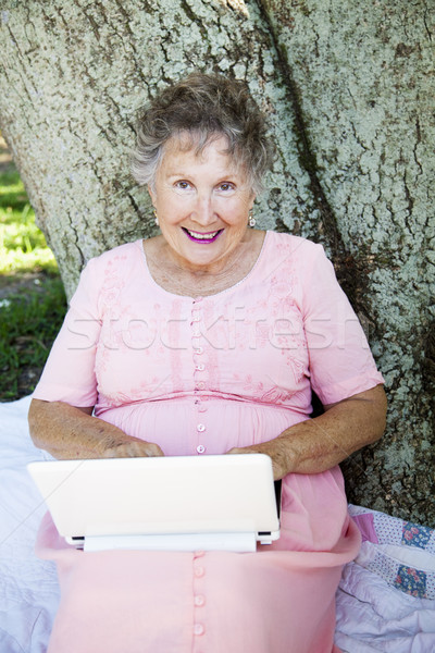 Kıdemli kadın kablosuz ağ netbook'lar bilgisayar Stok fotoğraf © lisafx
