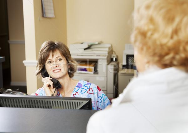 Recepcjonista pacjenta lekarza telefon okulary Zdjęcia stock © lisafx