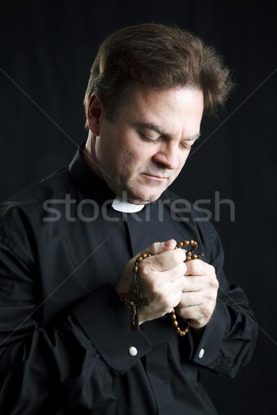 Priester gebed rozenkrans bidden zwarte Stockfoto © lisafx