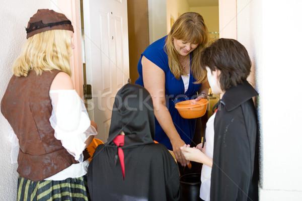 üdvözlet trükk barátságos háztulajdonos ki cukorka Stock fotó © lisafx