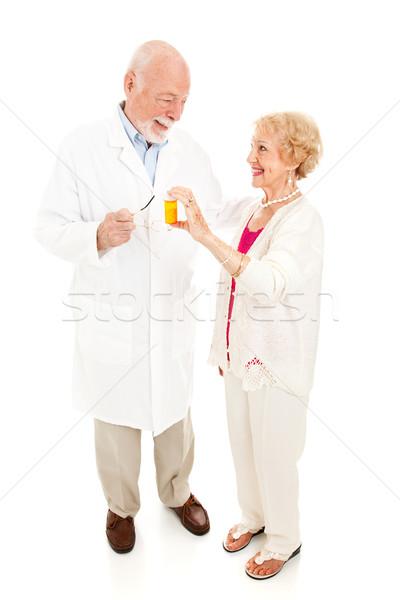 Farmacêutico senior mulher perguntas Foto stock © lisafx