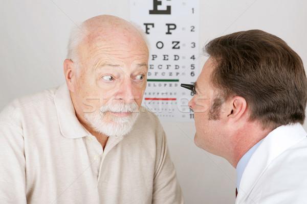 Optik göz muayenesi gözlükçü bakmak tıbbi erkekler Stok fotoğraf © lisafx