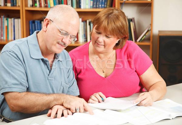 образование для взрослых пару взрослых студентов изучения вместе библиотека Сток-фото © lisafx