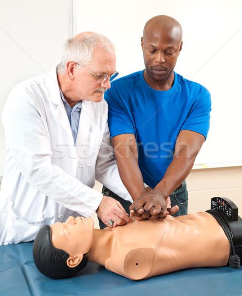 Felnőtt diák gyakorol mesterséges lélegeztetés orvos segít Stock fotó © lisafx
