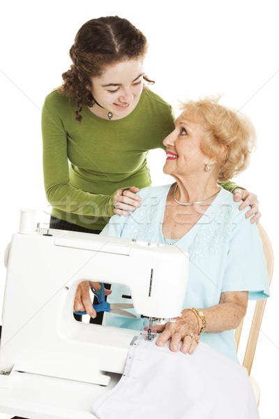 Teen oma tienermeisje kijken grootmoeder naaimachine Stockfoto © lisafx