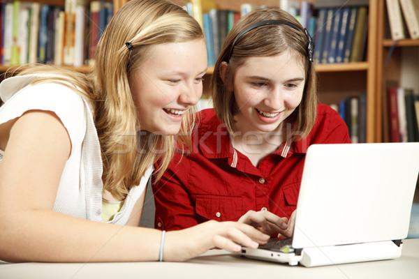 Genç kızlar bilgisayar kütüphane iki Stok fotoğraf © lisafx