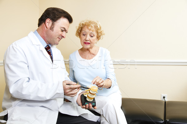 Chiropractor kıdemli kadın plastik model tedavi Stok fotoğraf © lisafx