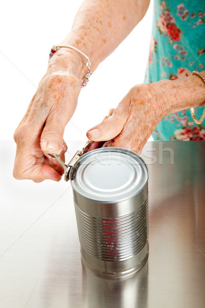 Zdjęcia stock: Starszy · ręce · otwarte · puszka · kobieta