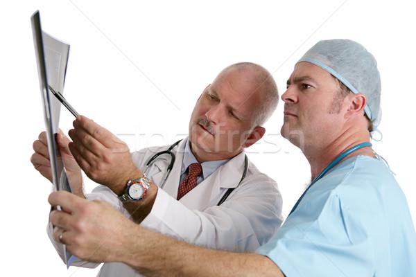 Lekarza stażysta xray wskazując na zewnątrz Zdjęcia stock © lisafx