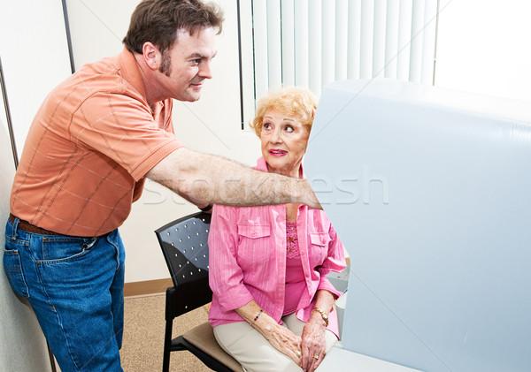 Lavoratore elettore aiutare senior donna Foto d'archivio © lisafx
